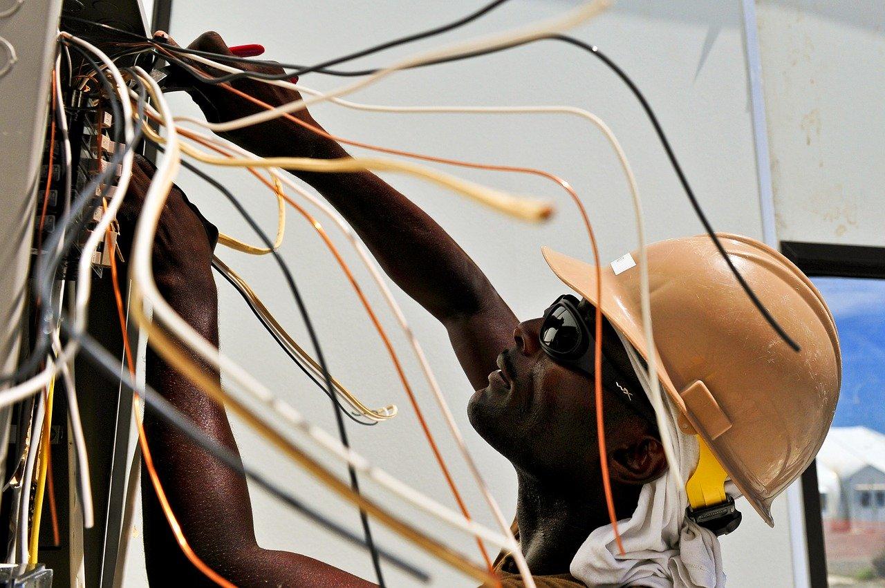 Faire appel à un électricien en cas de panne d'électricité à la maison.